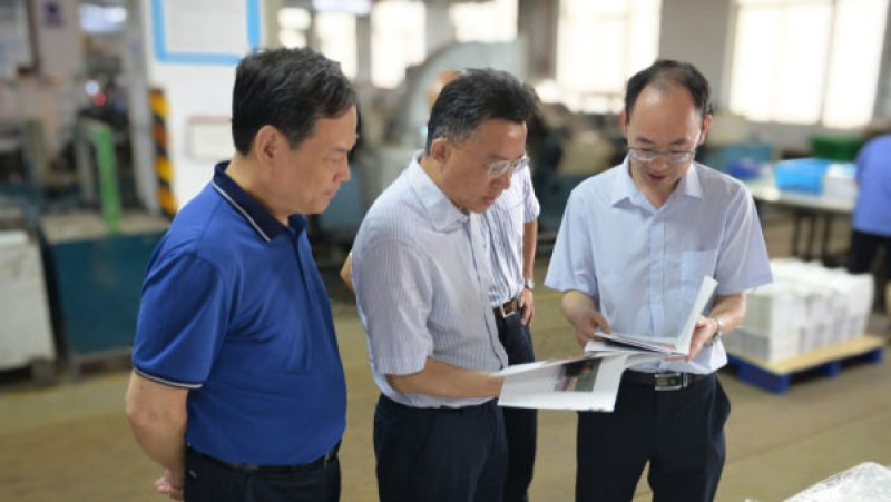 鲍洪俊董事长赴万博app更新手机验证印刷集团 检查指导重点图书印制生产情况